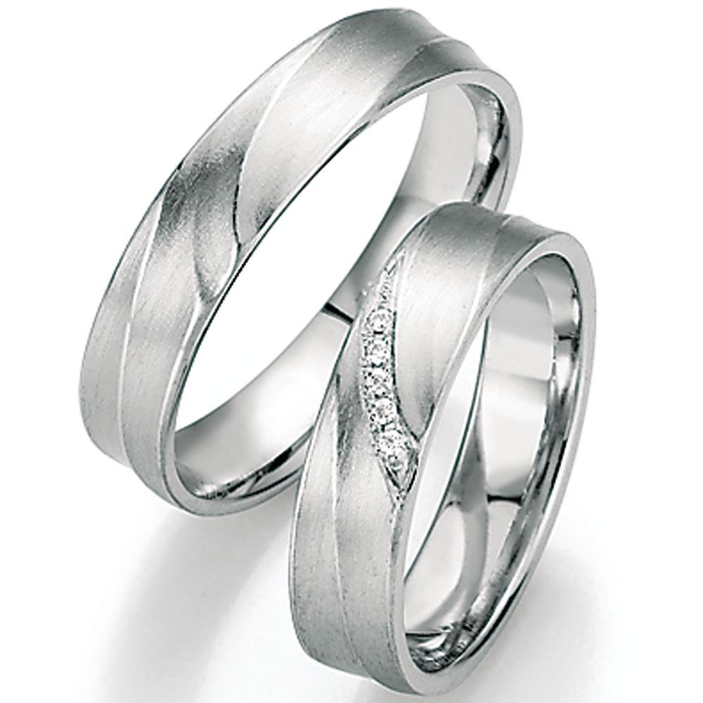Trauringe aus Platin oder Weißgold? - so lautet für viele Paare die Frage, nachdem sie sich gegen Ringe aus Gelbgold entschieden haben. Denn beide Materialien sind schön, elegant und robust.