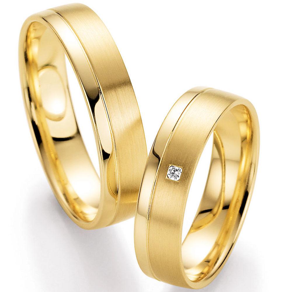 Eheringe gold eismatt  Zeitlose Eheringe aus Gelbgold