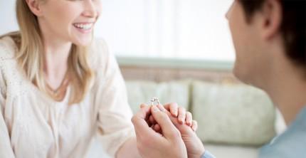 Keine Kosten gescheut – Hochzeitsantrag mit Verlobungsring