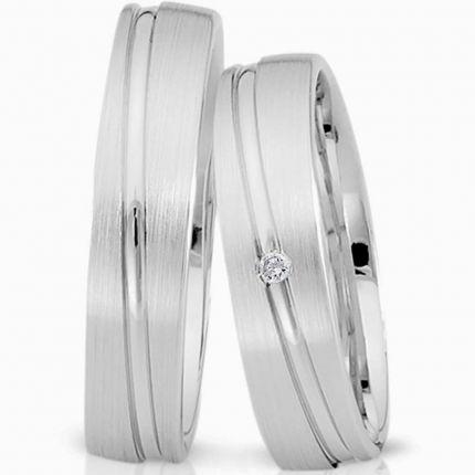 Schlichte Ringe aus mattem Silber, mit schräger Fuge und wahlweise Brillant oder Zirkonia