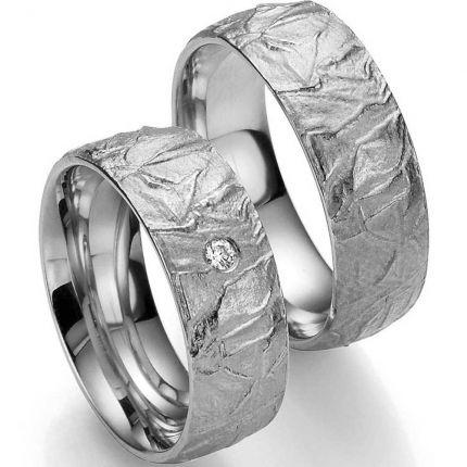 Tolles Ringpaar aus Silber mit Oberflächenstruktur und wahlweise Brillant