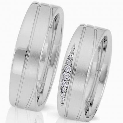 Ringe aus mattem Silber mit verspieltem Rillenmuster und wahlweise Brillanten oder Zirkonia