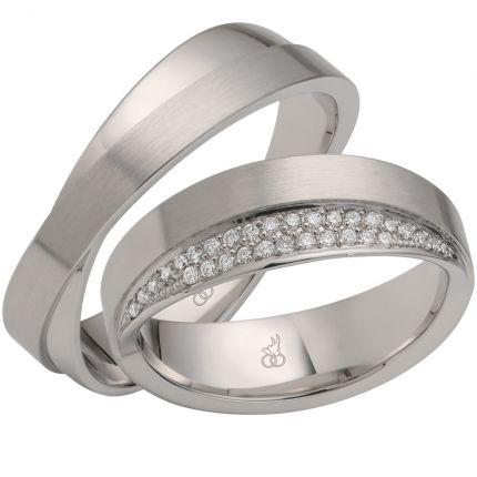 verschlungene Ringe aus Weissgold mit faszinierendem Brillantbesatz