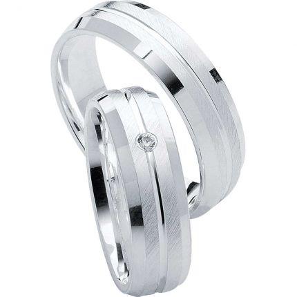 Markante Silberringe mit schrägmatter, polierten Oberflächen und kantigem Profil, wahlweise Zirkonia