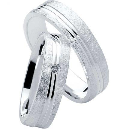 Ringe aus Silber mit eismatter Oberfläche, diagonalen Fugen und wahlweise Zirkonia