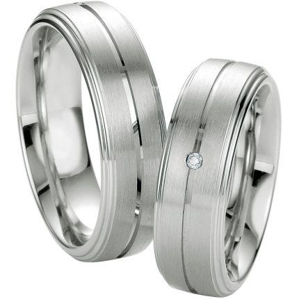 Klassische Trauringe aus Silber mit Brillant