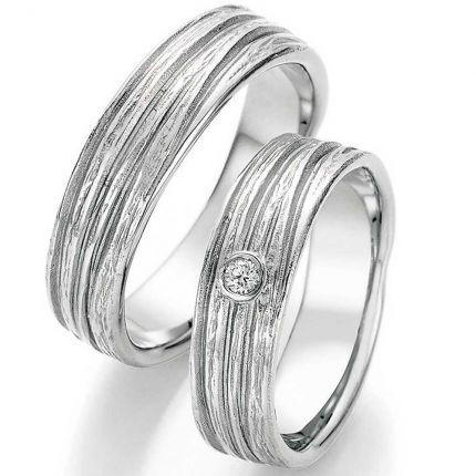 Einzigartige Eheringe aus Silber mit Brillant