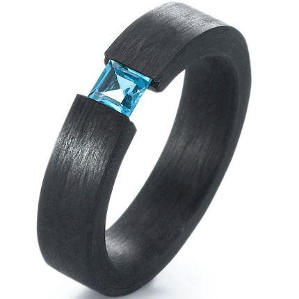 Verlobungsring aus Carbon mit blauem Topas