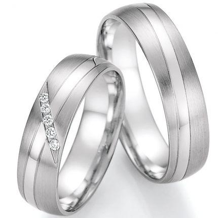 Preiswerte Hochzeitsringe aus Weissgold mit diagonalem polierten Band mit Brillantverlauf