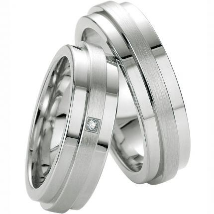 Eheringe aus Silber mit Erhebung und Brillant