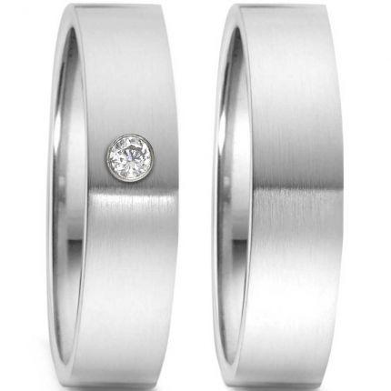 Schlichtes Ringpaar aus Edelstahl mit Brillant