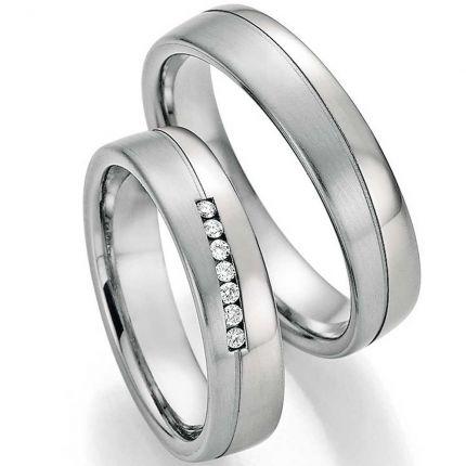 Ringe aus Platin 600 mit Titan, 5,0 mm breit, 7 Brillanten, längsmatt und poliert
