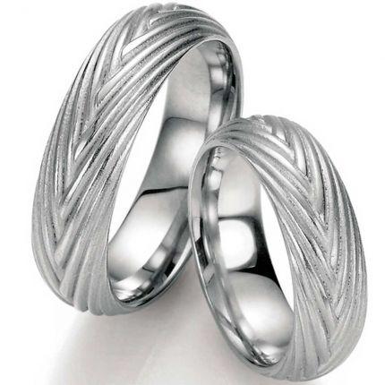 Silberring mit geflochtener Struktur