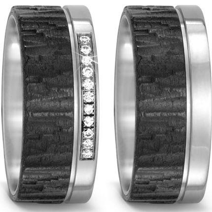 Ringpaar mit strukturiertem Carbon und Titan