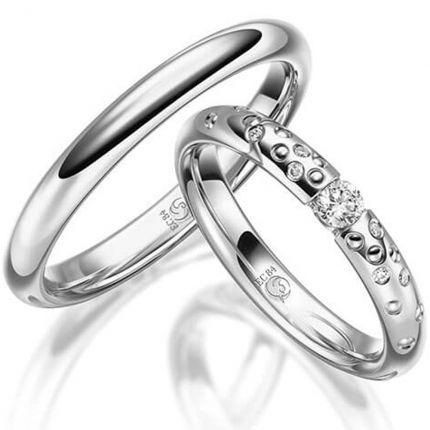 Ringpaar aus poliertem Silber mit wahlweise Brillanten in Spannring- und Sternenhimmeloptik