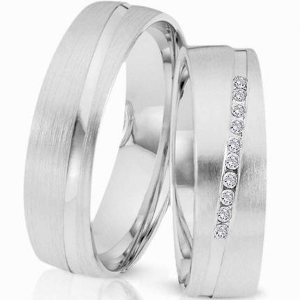 Ringe in mattem Silber mit polierter diagonaler Fuge, wahlweise mit 10 Brillanten oder Zirkonia