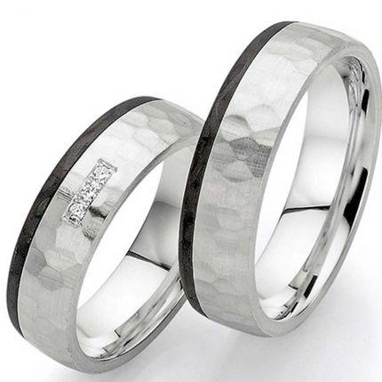 Handgearbeitete Ringe aus Carbon und Silber mit Hammerschlag