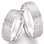 Eheringe aus Silber mit einzigartiger Struktur