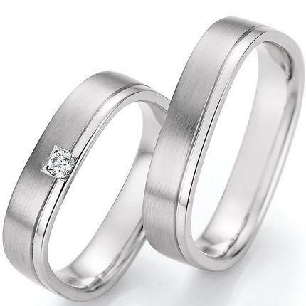 Eckige Hochzeitsringe aus Weissgold mit klassischer Fuge und Brillant in einem Ring
