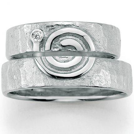 Ausdrucksstarke Trauringe mit Symbol aus Silber
