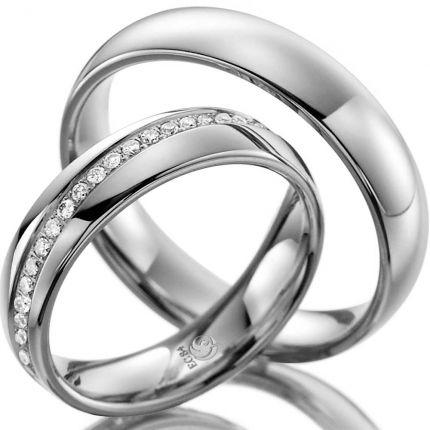 Ringe aus Weißgold mit diagonalem Brillantkranz