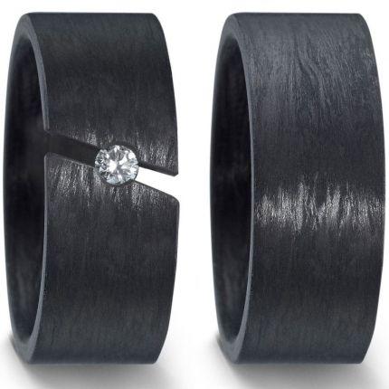 Breite Eheringe komplett aus Carbon mit 0,10 ct als Sapnnring