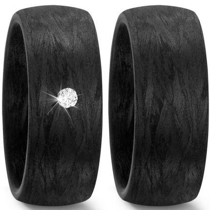 Schwarze Eheringe aus Carbon mit Brillant
