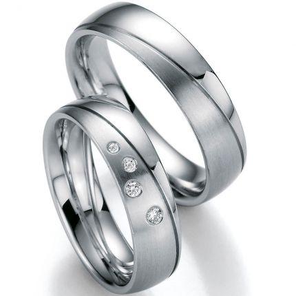 Hochzeitsringe mit Sternenhimmel und diagonaler Rille
