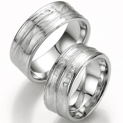 Trauringe aus Silber mit außergewöhnlicher Oberfläche