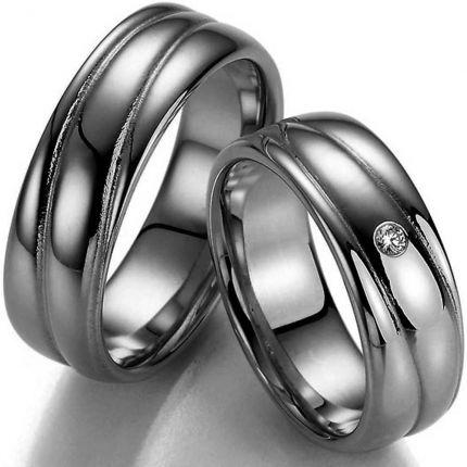 Breite Ringe aus Silber mit schwungvoller Oberfläche