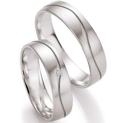 Ringpaar mit geschwungener Rille und einem Brillant