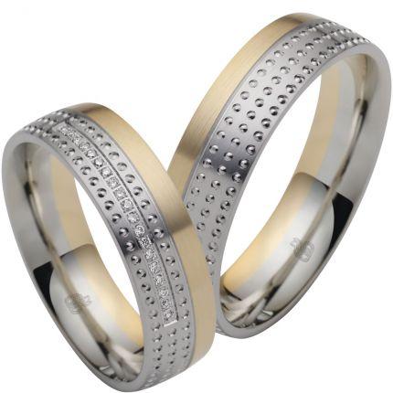 Breite Ringe aus Weissgold und Gelbgold mit zarter Fuge und geperlter Oberfläche, 19 Brillanten
