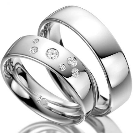 Ringpaar aus Weißgold mit Sternenhimmel