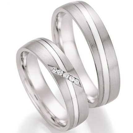 Eheringe aus Silber mit diagonalen Brillanten