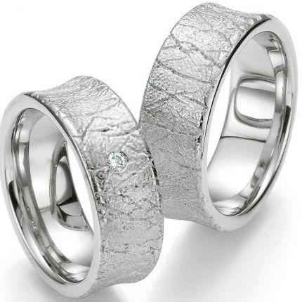 8,3 mm breite Ringe aus Silber mit Oberflächenstruktur
