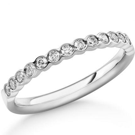 Wunderschöner Diamant Ring mit 14 Brillanten