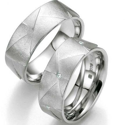 Breites Ringpaar aus Silber mit ungewöhlicher Oberfläche und bis zu 5 Brillanten