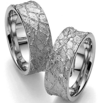 Breite Silberringe mit vernetzter, matter Strukturoberfläche und wahlweise 3 Brillanten