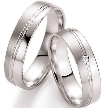 Hochzeitsringe mit diagonaler Rille